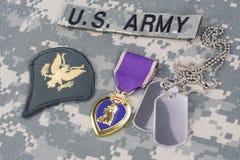 KIJÓW UKRAINA, Marzec, - 6, 2016 Purple Heart nagroda z psimi etykietkami na wojsko usa kamuflażu mundurze obrazy stock