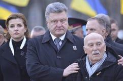 KIJÓW UKRAINA, Nov, - 28, 2015: Prezydent Ukraina Petro Poroshenko i jego żona upamiętniał ofiary ludobójstwo Fotografia Stock