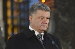 KIJÓW UKRAINA, Nov, - 28, 2015: Prezydent Ukraina Petro Poroshenko i jego żona upamiętniał ofiary ludobójstwo Fotografia Royalty Free