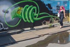 Kijów Ukraina, Sierpień, - 09, 2017: Grafit z futurystyczną fabułą na ogrodzeniu Obrazy Stock