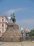 Kijów, Ukraina Widok zabytek Bogdan Khmelnytsky i Święty Mikhay fotografia stock
