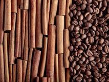 kije cynamonowi ziaren kawy Fotografia Royalty Free