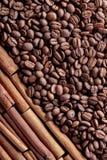 kije cynamonowi ziaren kawy Zdjęcie Stock