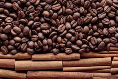 kije cynamonowi ziaren kawy Zdjęcia Stock