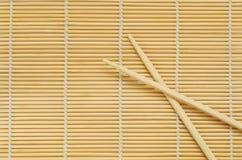 Kije na drewnianym tle. Zdjęcia Stock