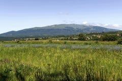 Kijk aan Vitosha berg van Plana royalty-vrije stock afbeeldingen