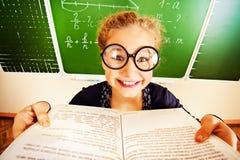 Kijk in een boek Stock Fotografie