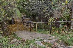 Kijk naar bergweg in het dorp Lakatnik royalty-vrije stock fotografie