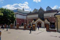 Kijk op centraal een ingang van Tretyakovsky-galerij in Moskou stock foto