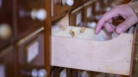 Kijk op het Gegevensbestand van Bibliotheekkaarten stock videobeelden