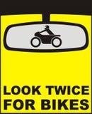 Kijk tweemaal voor fietsen Stock Afbeeldingen