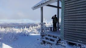 Kijkend het landschap, na sneeuw en ijs stock foto