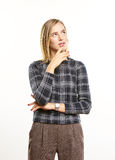 Kijkend jonge vrouw Stock Foto's