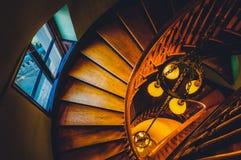 Kijkend onderaan een wenteltrap in de Handley-Bibliotheek, Winchest royalty-vrije stock afbeelding