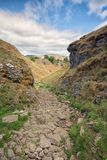 Kijkend onderaan Holdal, Mam-Piek op de achtergrond Piekdistrict, Derbyshire royalty-vrije stock foto's
