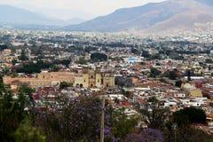Kijkend over Oaxaca-stad, Mexico stock afbeelding