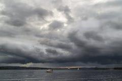 Kijkt als een onweer komt royalty-vrije stock foto's