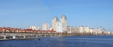Kijowska linia horyzontu i odbicie na rzecznym Dnipro Obrazy Royalty Free