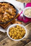 Kikärtar och curry för fega trumpinnar Arkivfoto