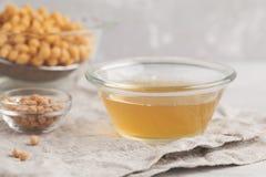Kikärtbuljong - aquafaba Byt ut ägget i bakning för strikt vegetarianrecip Arkivbilder
