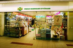 Kika shoppar i huvudstad av det Litauen Vilnius stadsSeskine området arkivbild
