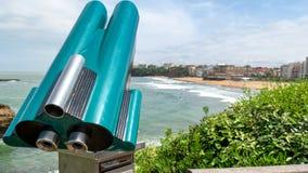 Kikare mynt-fungerings, sikt av den Biarritz stranden, Frankrike royaltyfri fotografi