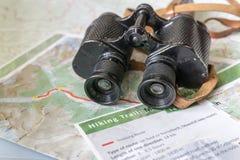 Kikare och översikt - ruttplanläggning Royaltyfri Fotografi