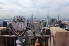 Kikare som ner ser till byggnaden för väldetillstånd i New York Royaltyfri Foto