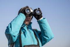 kikare som ser kvinnan Arkivfoton
