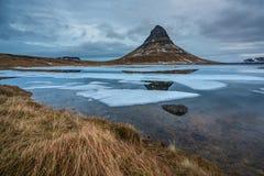 Kikjufell berg i västra Island på en kall morgon i Februari arkivfoton