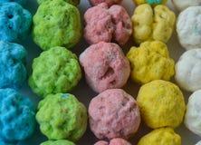 Kikkererwt in gekleurde suiker met een laag die wordt bedekt die Royalty-vrije Stock Foto's