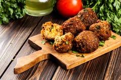 Kikkererwten falafel ballen met groenten Royalty-vrije Stock Fotografie