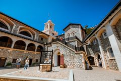 Kikkos monaster, Cypr, MAJ 10, 2016 Stary Kikkos monaster, sławny w Cypr w górze zdjęcie stock