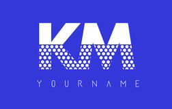 Kilómetro K M Dotted Letter Logo Design con el fondo azul Imágenes de archivo libres de regalías