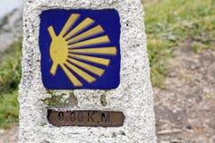 0 kilómetros en ruta a Santiago, hacen frente de Finisterre, La Coruna Imagen de archivo