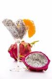 Kilar av en pitaya i ett exponeringsglas Fotografering för Bildbyråer