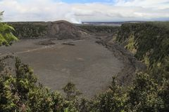 Kilauea Iki火山口视图,大岛,夏威夷 图库摄影