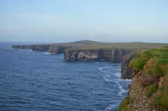 Kilbaha Cliff Coast View da península da cabeça de laço em Clare, Irlanda Fotos de Stock Royalty Free