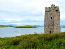 Kildavnet-Schloss, irisches rechteckiges Turmhaus des 15. Jahrhunderts stockfoto