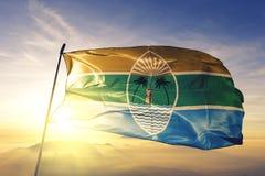 Kilifiprovincie van stof die van de de vlag de textieldoek van Kenia op de hoogste mist van de zonsopgangmist golven vector illustratie