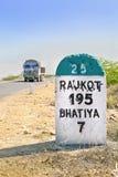 195 kilimeters till den Rajkot milstolpen Arkivbild