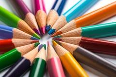Kilka barwią ołówki na białego papieru prześcieradle Zdjęcia Royalty Free