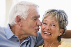 kilka całowania mieszka relaksujące miejsce uśmiecha się Obraz Royalty Free