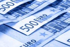 Kilka 500 euro monet i są graniczący Symboliczna fotografia dla wealt Euro menniczy równoważenie na stercie z tłem bankno Obraz Royalty Free