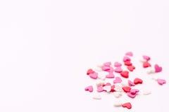Kilka mali serca w biel czerwieni na białym tle i menchiach Obrazy Royalty Free