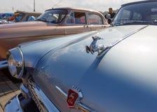Kilka samochody GAZ-21 Volga są wantowi na bulwarze rzeczny Don z rzędu zdjęcia stock