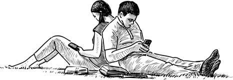 Kilka ucznie odpoczywa na gazon trawie royalty ilustracja