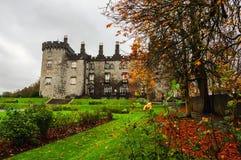 Kilkenny slott i höst, Irland Fotografering för Bildbyråer