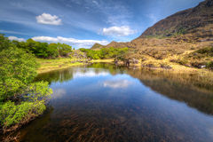 killarney湖山反射了风景 免版税库存图片