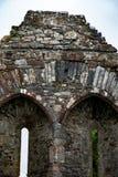 KILLARNEY IRLAND - AUGUSTI 20, 2017: Aghadoe kyrka och runt torn i Killarney Irland Royaltyfri Foto